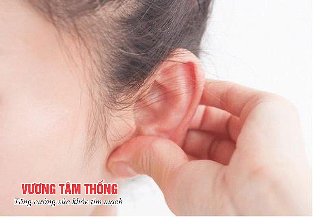 Mát xa rãnh sau tai - Cách chữa cao huyết áp tại nhà